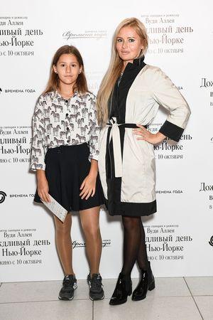 Dana Borisova s docheryu Polinoy