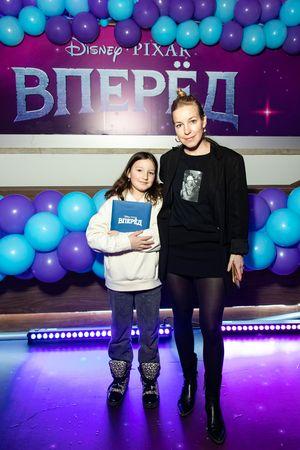 Mariya Shalaeva c dochkoy