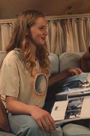 Jessica (Luna Wedler) mit ihrer Freundin (Kristin Hunold)