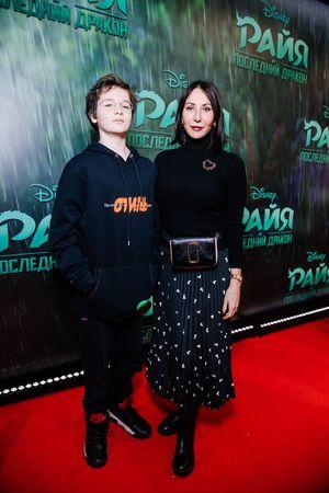 Alika Smekhova s synom